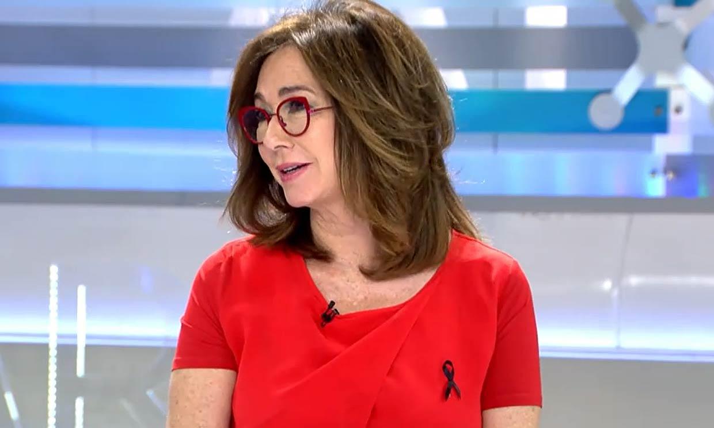 El comentado estilo multicolor de Ana Rosa con gafas siempre a juego