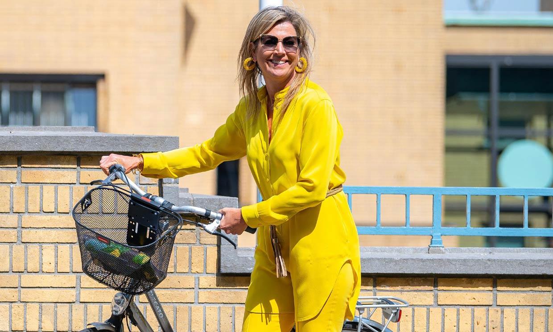 Vuelve el traje amarillo que Máxima estrenó en 2001 y siempre lleva con calzado plano