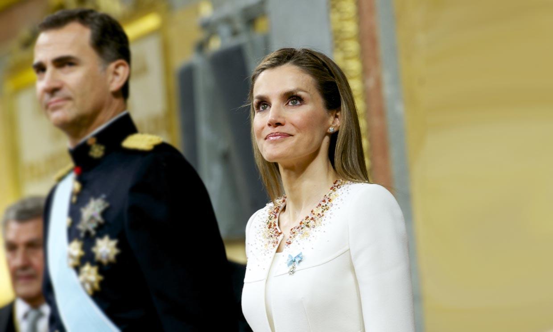 El histórico (y estratégico) primer look de doña Letizia como reina