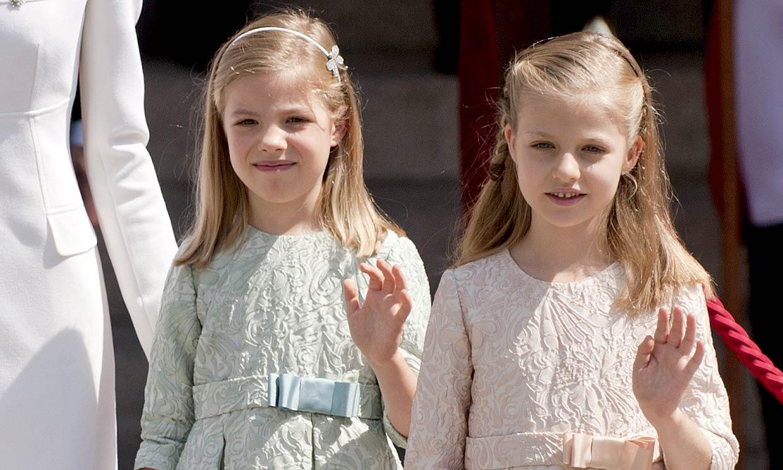 Tonos pastel y manoletinas: así vistieron Leonor y Sofía en la proclamación de su padre como rey