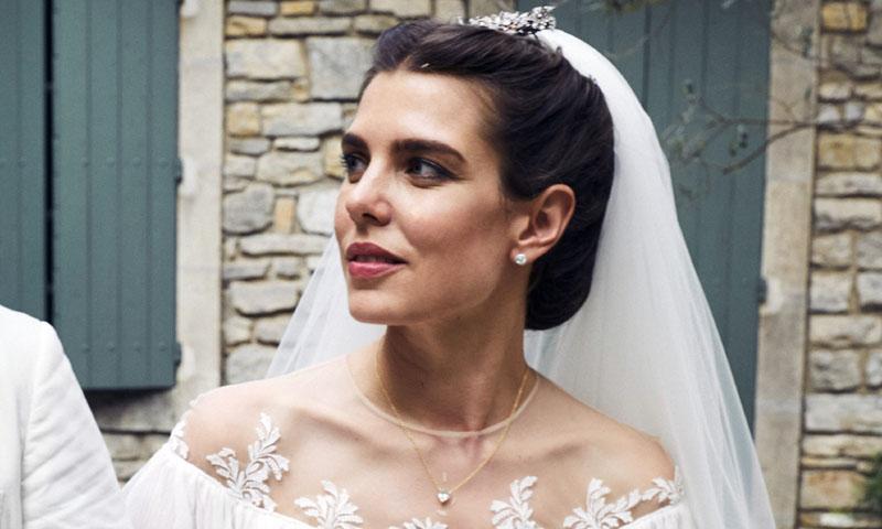 Del look nupcial a las invitadas, así fue la boda religiosa de Carlota Casiraghi hace un año