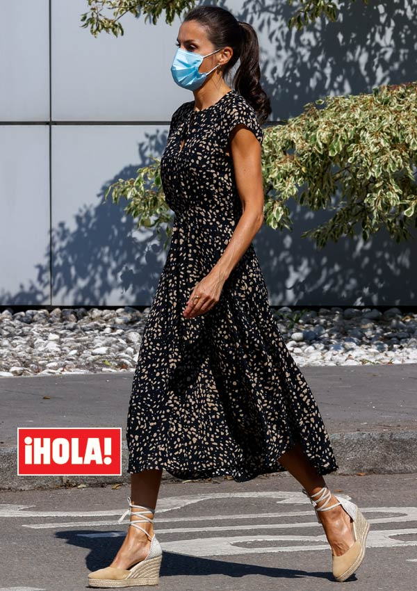 Reina Letizia en vestido Massimo Dutti