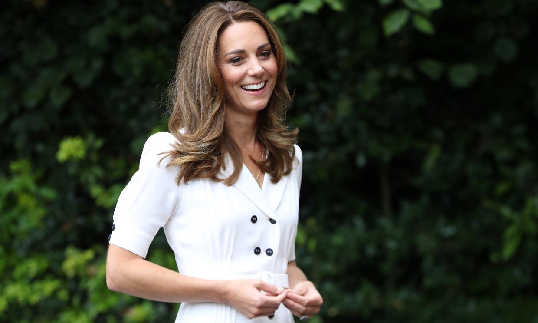 Parece nuevo, pero no lo es: Kate transforma su vestido blanco con efecto 'fit' que fue viral