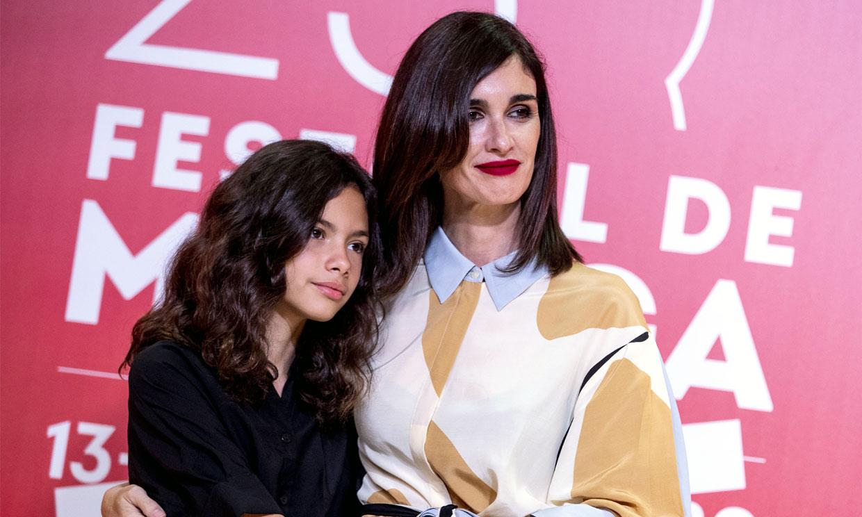 El triunfo del vestido camisero, por Paz Vega y su hija, Ava Salazar, en el Festival de Málaga