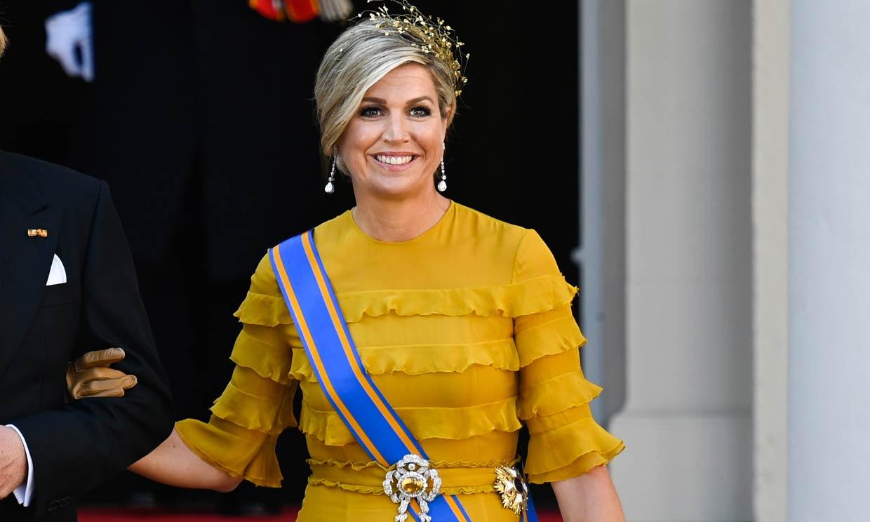 Amarillo y de volantes: Máxima brilla con su primer vestido de gala en 7 meses