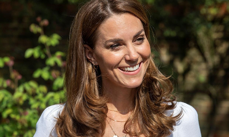 Kate transforma su traje 'todoterreno' con las zapatillas favoritas de Diana de Gales