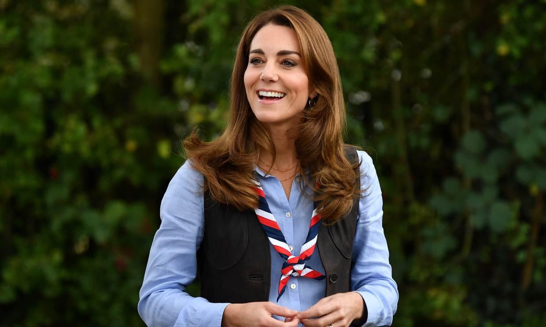 Kate Middleton rejuvenece su imagen con vaqueros pitillo y las botas de Leonor