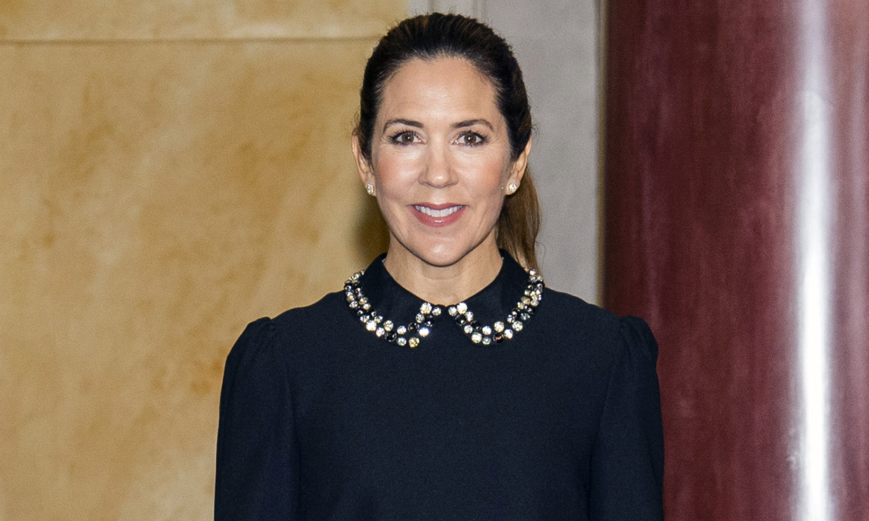 Tras Rania y Kate, Mary de Dinamarca se atreve con el look que no necesita joyas