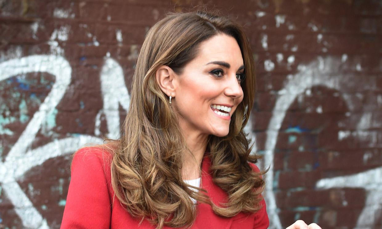Los dos poderosos estrenos de Kate Middleton: el abrigo más pasional y el bolso 'Love Letter'