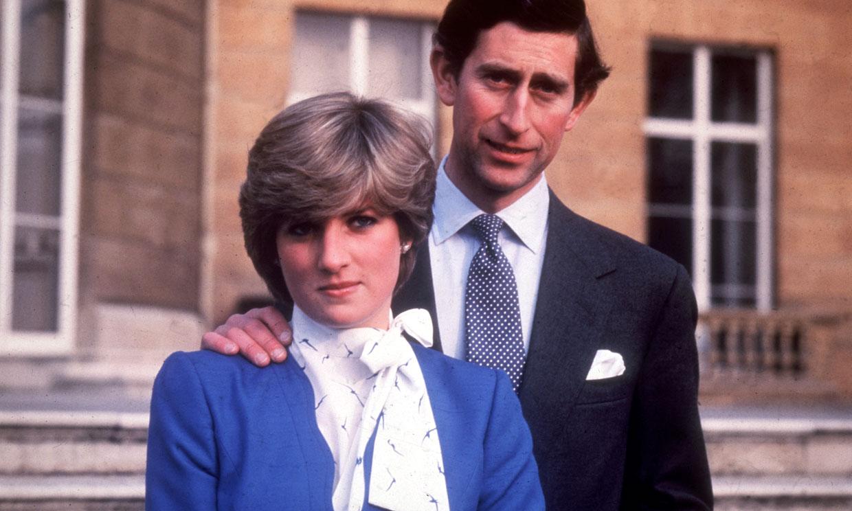 De su anillazo a la blusa 'pussy bow': el esperado look de Diana que también verás en 'The Crown'