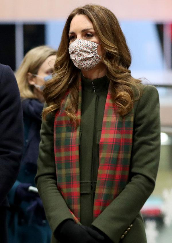Kate Middleton con bufanda a cuadros