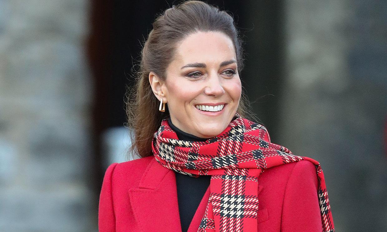 Kate Middleton se supera en la 'Royal Train' con su look de doble estampado