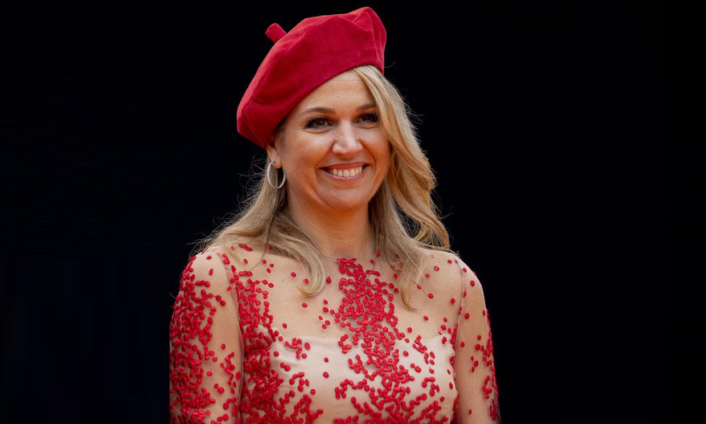 Máxima, Charlene y otras 'royals' que han triunfado con el accesorio parisino más chic