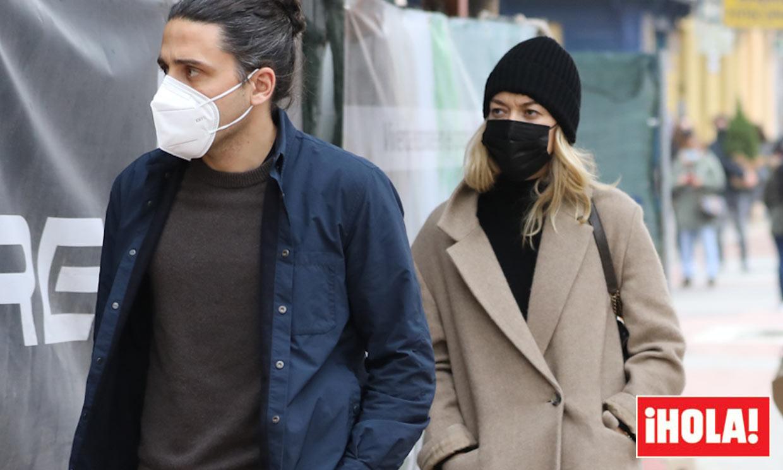 'Combat boots', abrigo beige y gorro de punto: los básicos de Marta Ortega contra el frío de Madrid