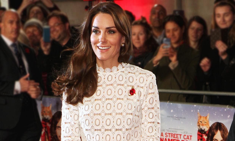 El vestido de guipur que unió a Kate Middleton y Paris Hilton llega a Mango por 70 euros