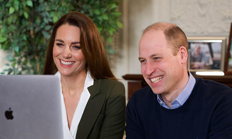 El juego de doble escote con el que Kate Middleton actualiza su americana de hace 5 años