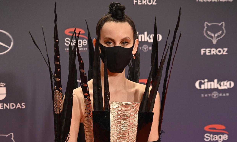Solo Milena Smit podía llevar este impresionante look en la alfombra roja de los Premios Feroz
