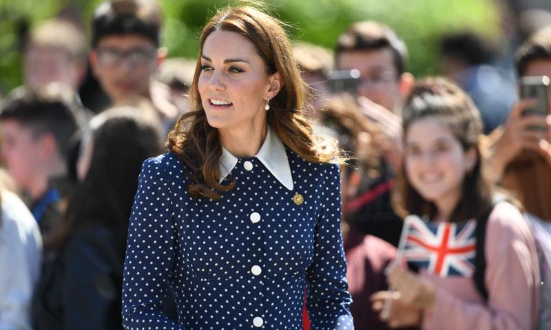 Kate Middleton vuelve a reciclar la prenda estampada que adoran las reinas