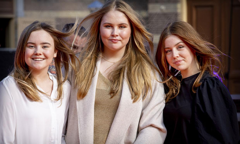 Los looks de concierto de Máxima y sus hijas: de las zapatillas a los básicos españoles