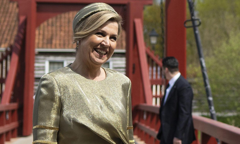Máxima de Holanda da una nueva oportunidad al vestido-joya de los 34 brazaletes dorados