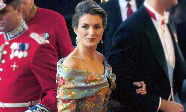 El corsé español que marcó la puesta de largo de doña Letizia ante la realeza