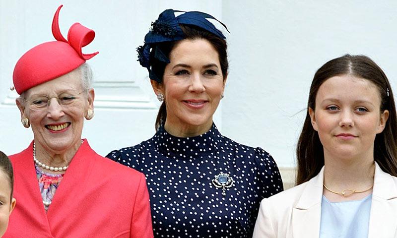 Mary de Dinamarca se rinde al 'estampado Letizia' con su vestido más favorecedor