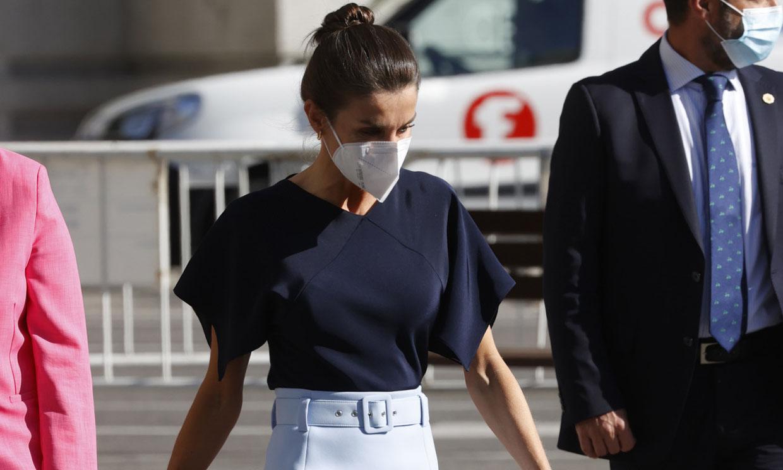 Doña Letizia recupera la falda lápiz con conexión 'royal' que lleva de invierno a primavera
