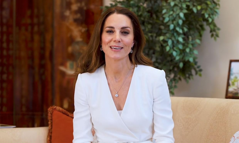 La elección sorpresa de Kate: el vestido blanco con truco de hace cuatro años