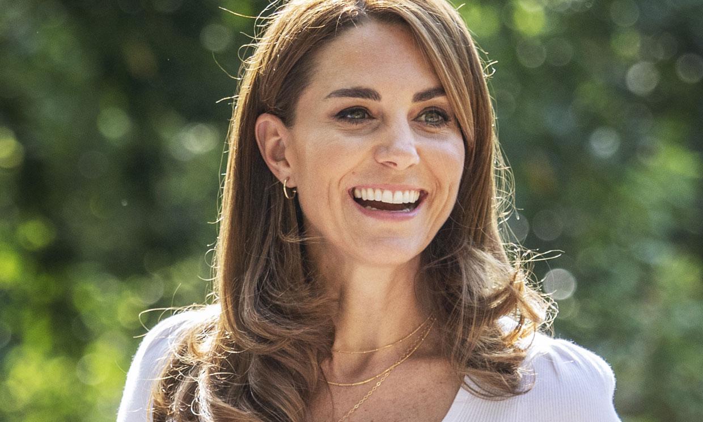 Las sencillez de Kate, la clave del éxito: un básico muy fácil de copiar y dos joyas estratégicas