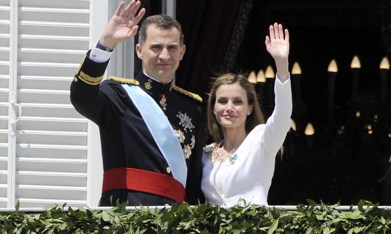 ¡Hace justo 7 años! El inolvidable (y rico en detalles) primer look de doña Letizia como Reina