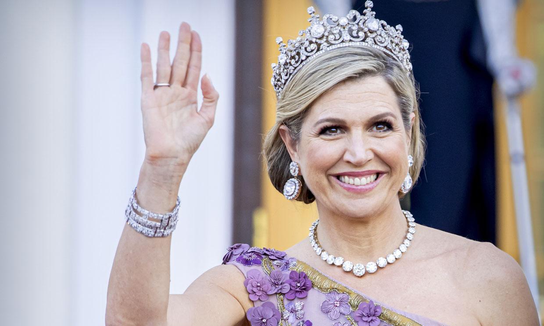 Máxima vuelve a transformar la imponente tiara Estuardo en un look de gala con bordados 3D