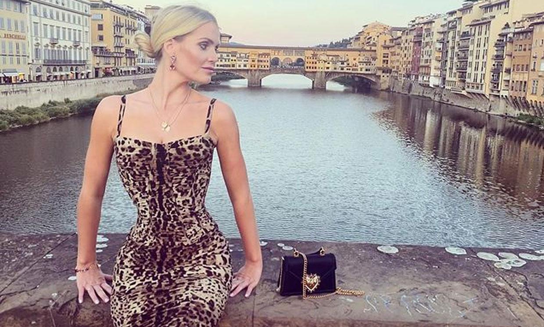 Kitty Spencer impacta con vestido ultraceñido de leopardo y un accesorio muy revelador