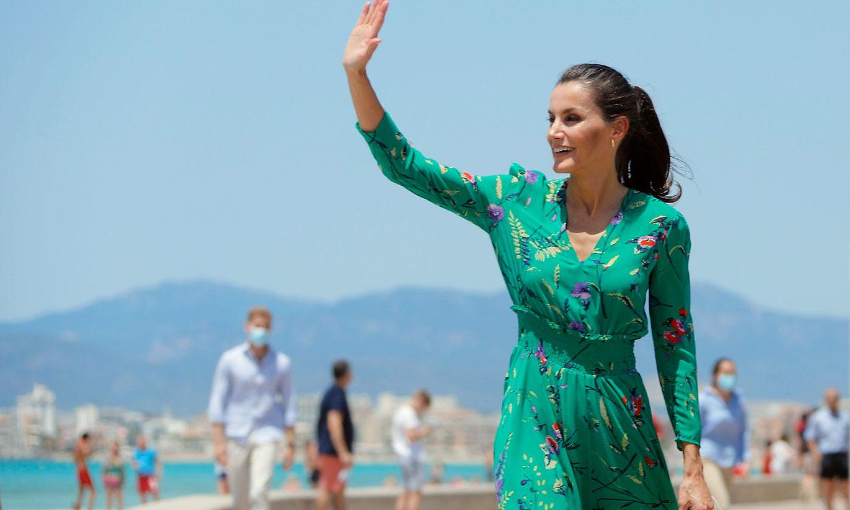 De prendas rebajadas a sus alpargatas: así vistió la Reina en su gira por España hace un año