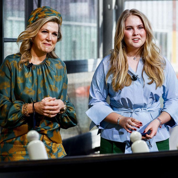 Máxima y la princesa Amalia se coordinan para recrear el posado familiar dos meses después
