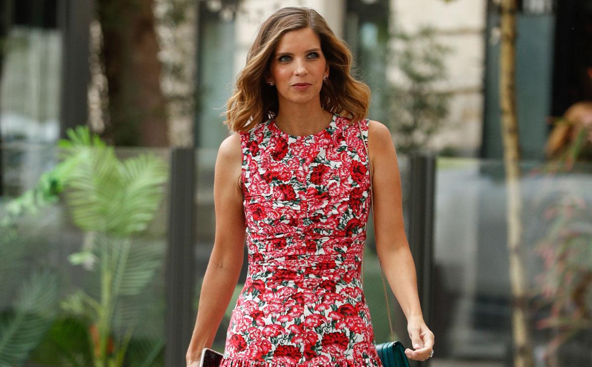 Margarita Vargas, pura elegancia con el vestido 'multitendencia' que no necesita accesorios