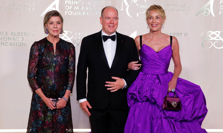 Carolina de Mónaco deslumbra con un vestido brocado en la gala 'eco' del Principado