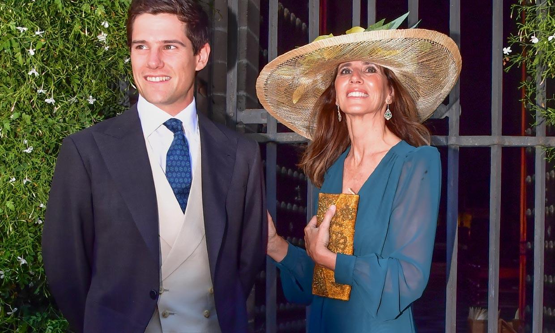La conexión del look de madrina de María Carrión con el vestidor de Carolina de Mónaco