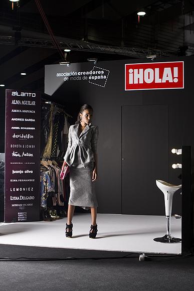 El stand de ¡HOLA! en Cibeles se ha convertido en un plató muy vivo gracias a 'Conviértete en estilista'