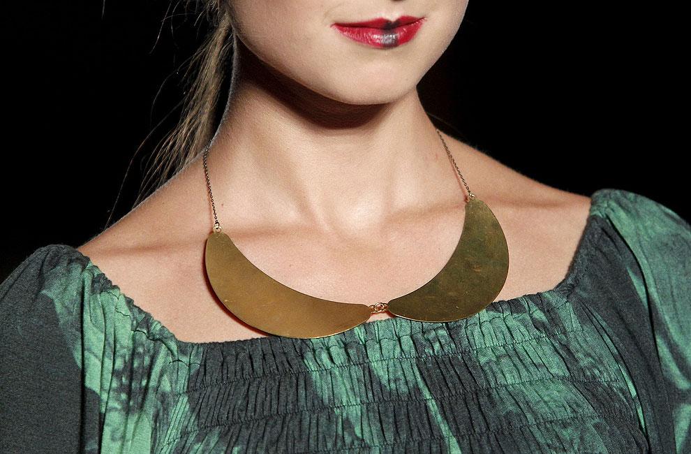 Joyas de pasarela: Diseños lisos en metales nobles para esta temporada