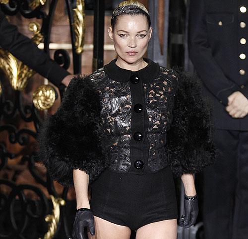 Kate Moss, estrella en París del desfile de Louis Vuitton