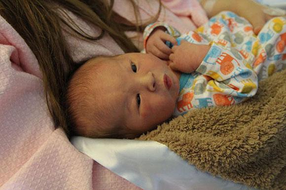 Devon Aoki da a luz a su primer hijo y nos lo presenta por 'Twitter'