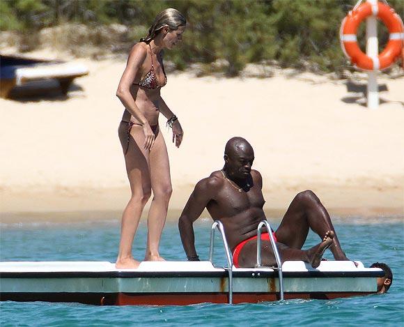 Heidi Klum, en biquini durante sus divertidas y románticas vacaciones por Cerdeña