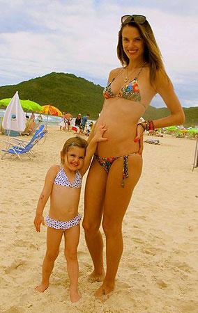 Alessandra Ambrosio... ¡ya luce 'tripita' de embarazada!