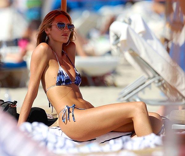 Candice Swanepoel, un espectacular 'ángel' en bikini por Miami