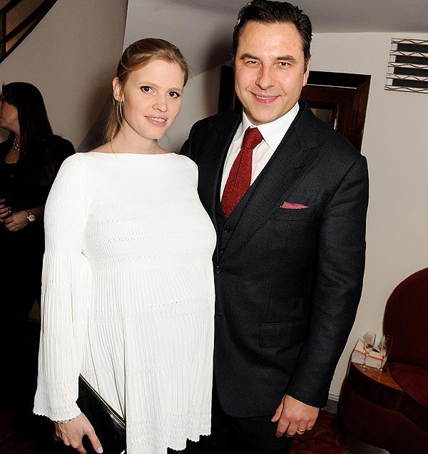 Lara Stone y David Walliams dan la bienvenida a su primer hijo