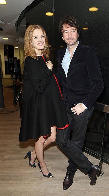 Natalia Vodianova, una embarazada con mucho estilo durante la presentación de sus diseños de lencería en París