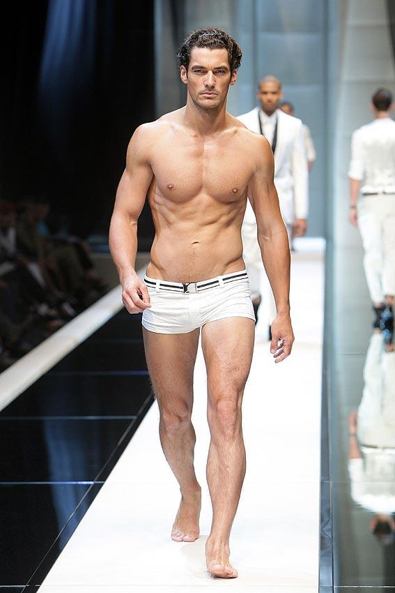 Policas desnudos y los modelos de Andrew Christian