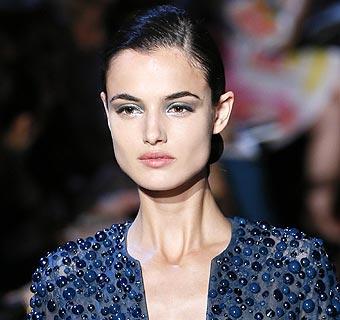 Blanca Padilla, espectacular debut en la Alta Costura de París