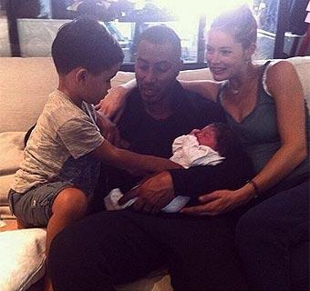 Doutzen Kroes da a luz a su segundo hijo, una niña llamada Myllena Mae