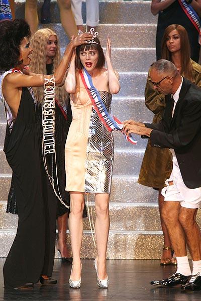Coco Rocha protagoniza el momento más 'dramático' de la pasarela París 'Fashion Week'